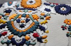 How goooood is Singapore-based artist, Izziyana Suhaimi's, latest embroidered art series 'The looms in our bones?' Source and photos: Flavorwire Textiles, Fun Crafts, Arts And Crafts, Trendy Mood, Art Series, Embroidery Fashion, Clothes Crafts, Diy Photo, Textures Patterns