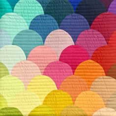 Rainbow clamshell pillow - sewing curves tutorial