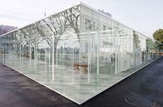People in glass offices should not throw phones. The Kanagawa Institute of Technology& Glass Building is the latest architectural wonder on our radar, a Architecture Building Design, Japanese Architecture, Architecture Office, Uses Of Glass, Saint Chapelle, Glass Building, Glass Office, Roof Light, Flat Roof
