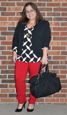 curvy and petite fashion, style, graphic top, black and white, colorblocking, purse necklace, vintage, mod, equality, gay rights, equal marriage  http://stylecassentials.blogspot.com/2013/03/mod-squad.html