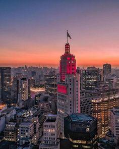 O Fim de tarde e sua cores deslumbrantes! . . @msonohara . Sp City, Trinidad, Sao Paulo Brazil, Paulistano, City Wallpaper, World Cities, Future Travel, Urban Landscape, Belle Photo