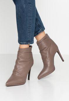KIOMI Bottines - taupe - ZALANDO.FR Zalando Shoes, Booty, Ankle, Heels, Fashion, Spike Heels, Men Styles, Leather, Heel
