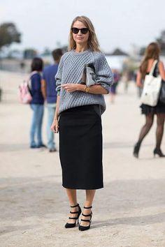 Прекрасным вариантом для компании «большому» свитеру станет юбка-карандаш. Разные фактуры, хорошее сочетание цветов, обувь на каблуке — и вы прекрасны!  Источник Делитесь со своими друзьями в Facebook!