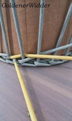 """Плетение из газетных трубочек: Узор """"крестики"""" одинарной трубочкой внутри. Нечётное количество. Круглая форма. Newspaper Crafts, Diy Home Crafts, Crafty, Quilting, Weaving, Boxes, Projects, Easy Crafts, Newspaper"""
