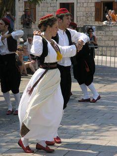 traditional Croatian dress and dance Cilipi folk dance Konavle, Dubrovnik-Neretva, Croatia Montenegro, Albania, Ex Yougoslavie, Folk Dance, World Images, Folk Costume, Eastern Europe, World Cultures, People Around The World