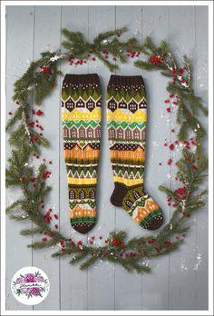 Neuleohje Heinikkilät-kirjoneulesukkiin - Handmade by Heini -verkkokauppa Christmas Stockings, Christmas Ornaments, Socks, Knitting, Holiday Decor, Handmade, Sun, Ideas, Crowns