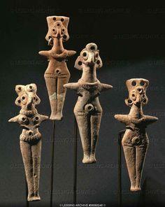 Four Astarte figurines. Clay (around 1000 BCE) Iron Age II, Israel Museum