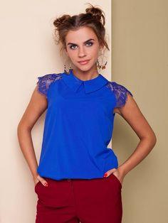 Elegancka #bluzka z koronkowym rękawem. Bluzka z krótkim rękawem typu skrzydełko, rękaw wykonany z gipiury, pozostała część z jedwabiu. Zapięcie #kołnierza na guzik. Łączy się z różnymi stylami #ubioru.  Dostępne rozmiary: 36, 38, 40, 42, 44 Kolor: jaskrawoniebieski, czerwony, czarny.  Materiał tekstylny (jedwab), rozciągliwość do 2cm. Cena: 69zł. Oferujemy darmowe dostawy na terenie Polski. Zapraszamy do działu sprzedaży: tel. +48 537 110 160   #bluzkazjedwabiu #elegankabluzka…