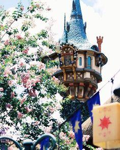 Rapunzel & # s tower Walt Disney World, Disney Parks, Disney Magic, Disney Love, Disney Disney, Disney Princess, Disney Vacations, Disney Trips, Rapunzel