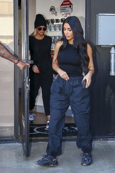 Kim Kardashian Balmain, Kim Kardashian Yeezy, Estilo Khloe Kardashian, Looks Kim Kardashian, Kardashian Style, Kardashian Kollection, Chill Outfits, Edgy Outfits, Cute Casual Outfits