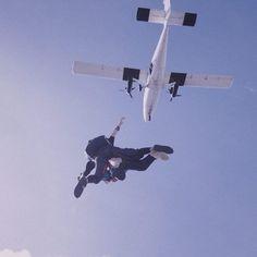Tandem Fallschirmsprung in Kempten Design3000, Adventure Time, Fighter Jets, Aircraft, Fun, Zugspitze, Pilots, Aviation, Finn The Human
