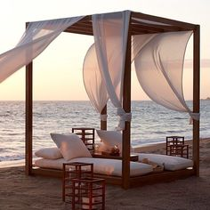60 Cozy Outdoor Spaces With Fabric Canopy Suitable for Wedding - VIs-Wed Jacuzzi, Outdoor Spaces, Outdoor Living, Canopy Outdoor, Outdoor Decor, Interior Exterior, Interior Design, Garden Furniture, Outdoor Furniture