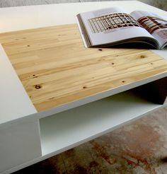The well-lighted desk by Reverse: the detail.