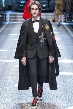 Milan See the complete Dolce & Gabbana Fall 2017 Ready-to-Wear collection.