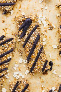 These Salted Honey, Dark Chocolate, Coconut and Quinoa No Bake Granola Bars are incredibly easy to make and so delicious! They're perfect for meal prep and on the go! via https://jessicainthekitchen.com