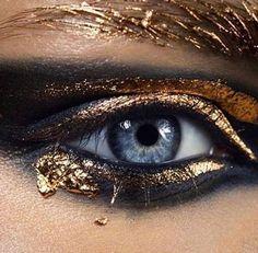 HEAVY METAL MELANGE ⚡️⚡️⚡️ LOVE this smoldering gold and bronze smokey eye by the talented @karimrahmanmakeup #MUA #makeup