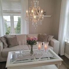 Stille og rolig lørdagskveld #design #love #interiordesign #interior #interiør #decoration #passion #passion4interior #roomforinspo #room #shabby #roses #classy #interior125 #finahem #finehjem #hem_inspiration
