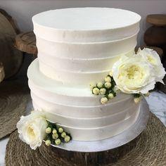tarta buttercream rayada flor blanca Cake, Desserts, Flower, Tailgate Desserts, Deserts, Kuchen, Postres, Dessert, Torte