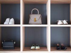 armoire presque vide avec que des sacs et des chaussures boite rangement ikea Armoire, Vide, Shoe Rack, Ranger, Packing Cubes, Hanging Clothes, Cupboard, House, Bags
