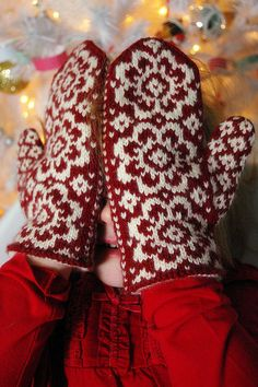 ritasv:  End of May Mittens by Grace and Alice Schnebly