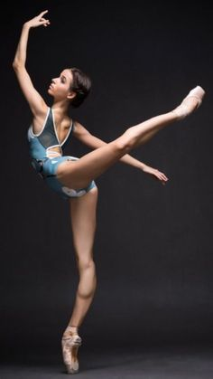 25 Amazing Ballerina Poses That Will Simply Take Your Breath Away! Dance Photography Poses, Body Photography, Dance Poses, Ballet Art, Ballet Dancers, Ballerinas, Ballet Leotards, Ballet Girls, Manga Posen