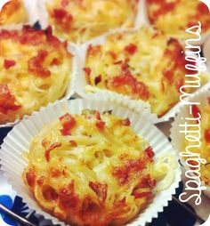 kleine fluchten: Spaghetti-Muffins { Fingerfood III } for the gods recipe baking Pizza Snacks, Snacks Für Party, Vegan Muffins, Good Food, Yummy Food, Party Finger Foods, Cake Pops, Food Inspiration, Kids Meals