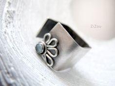 Ancho de banda de plata anillo, topacio azul, flor anillo banda ancha DAISY - regalo para ella
