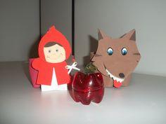 Chapeuzinho Vermelho e o Lobo feitos de garrafa Pet