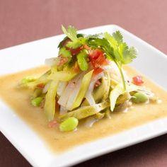 """神田 雲林の成毛 幸雄シェフ考案レシピをご紹介(^o^)/  山クラゲとこんにゃくを使い、コリコリとした食感を楽しめるようにアレンジしました。 これから夏に向けたさっぱりとした味わいのソースで、お酒のおつまみにも合います。  【""""逸品レシピ""""はこちら】 http://www.chefgohan.com/ippin/29#2  【レシピ詳細はこちら】 http://www.chefgohan.com/card/detail/2528 - 133件のもぐもぐ - 山クラゲと彩り野菜の醤油マスタード和え by シェフごはん"""