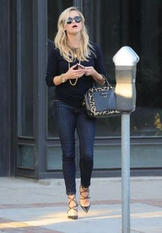 Reese Witherspoon in Frame Le Skinny de Jeanne in Queens Way available at Cocaranti