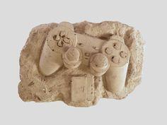 Les fossiles de demain : Christopher Locke crée de l'art figuratif industriel inspirés des objets technologiques modernes.