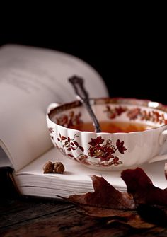 tea with a good book - Ana Rosa Coffee Time, Tea Time, Chocolate Cafe, Tee Set, Autumn Tea, Autumn Leaves, Early Autumn, Autumn Fall, Tea And Books