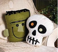 Pillows for the porch swing. Zipper Mouth Characters, Throws and Pillows, Home Decor - Terry's Village Holiday Decor - photo Theme Halloween, Halloween Sewing, Halloween Pillows, Halloween Home Decor, Halloween House, Costume Halloween, Spooky Halloween, Holidays Halloween, Halloween Crafts