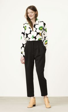 Marimekko's online home for the Minea Pieni Unikko blouse in Sale. Shop the latest collections and campaigns; find shops and retailers. Marimekko, 1960s Fashion, Plus Fashion, Women's Fashion, Librarian Chic, Work Chic, Comfortable Fashion, Fashion Company, Daily Wear