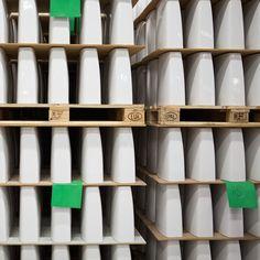 WC-istuinten säiliöosia odottamassa koontia. #bathroom #bathroomdesign #interiordesign #homespa #scandinaviandesign #bathroomideas #bathroomsink #interiordecoration #toilet #factory #sink #finnishdesign #bathroominspiration #ceramics #ceramicsoven #bathroomidea #tap #washbasin #fauset #behindthescenes #sanitary #porcelain #interiorideas #toiletseat