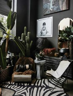 DARK BOHEMIAN elements eclectic mix of furnishings - Butterfly chair, hand-carved wooden side table, metal? lounge chair, ledge w/ lots of carved Living Room Decor, Bedroom Decor, Wooden Side Table, Side Tables, Style Deco, Dark Interiors, My New Room, Elle Decor, Home Interior Design