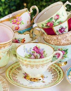 Love mismatched tea cups.
