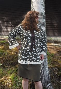 Vaateviidakko: Kirpputoripitsein somistettu meduusapaita Bell Sleeves, Bell Sleeve Top, Diy Shirt, Shirts, Clothes, Tops, Women, Fashion, Outfits
