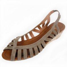 La Garconne | www.onyva.ch Elegant, Gladiator Sandals, Wedges, Shoes, Fashion, Black, Clothes For Women, Suede Fabric, Model