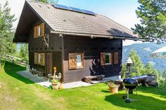 Ski Chalet, Skiing, Shed, Around The Worlds, Outdoor Structures, Camping, House Styles, Outdoor Decor, Holiday