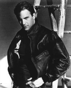 10 Sultry Photos Of Kevin Costner – Ozock - Page 3 Kevin Costner, Hot Actors, Actors & Actresses, Hollywood, Beautiful Men, Beautiful People, Gorgeous Guys, Dances With Wolves, Hommes Sexy