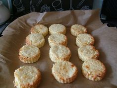 Slimming World Recipes: Cheese Scones.although I think because the instant potato is not used as intended it should be synned Slimming World Cake, Slimming World Treats, Slimming World Tips, Slimming World Recipes, Slimming Eats, Slimmimg World, Cheese Scones, Syn Free, Skinny Recipes