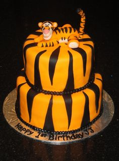 Tigger Tier Cake code gets off Fancy Cakes, Cute Cakes, Christopher Robin, Tiger Cake, Marzipan, Friends Cake, Winnie The Pooh Friends, Beautiful Wedding Cakes, Cakes For Boys