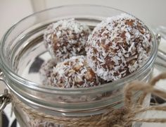 Fruit-Free Bliss Balls I quit sugar  ingredients; oats, nuts, cacao, maca, ricemalt, nut butter, coconut