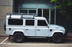 The Land Rover Defender is definitely one of may favorite looking cars if only I could afford one :) . . . . . . . #vsco #vscocam #landrover #defender #landroverdefender #melbourne #melbournecity #adventures #mynikonlife #nikon #nikonaustralia #instagood #igersmelbourne #australia #benbrown #Melbournefolk by robtheaus The Land Rover Defender is definitely one of may favorite looking cars if only I could afford one :) . . . . . . . #vsco #vscocam #landrover #defender #landroverdefender…