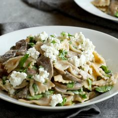 MORE Date Night Mushroom Pasta with Goat Cheese swimming in a white wine garlic and cream sauce. Perfect for a date night in! The post Date Night Mushroom Pasta with Goat Cheese swimming in a white wine garlic a appeared first on ub. Vegetarian Recipes, Cooking Recipes, Healthy Recipes, Easy Vegetarian Dinner, Cooking Videos, Cooking Tips, Goat Cheese Pasta, Ricotta Cheese Recipes Pasta, Recipes With Goat Cheese