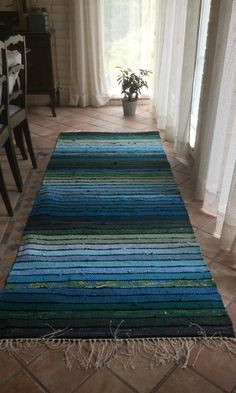 Carpet Runners Sold By The Foot Referral: 3998847401 Loom Weaving, Hand Weaving, Carpet Diy, Rya Rug, Rug Inspiration, Weaving Textiles, Weaving Projects, Tear, Patterned Carpet