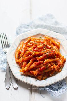 Pasta con crema di peperoni (saporita e leggera) Yummy Pasta Recipes, Gourmet Recipes, Cooking Recipes, Healthy Recipes, Pasta Al Pomodoro, Ricotta Pasta, Best Italian Recipes, Favorite Recipes, Italian Pasta
