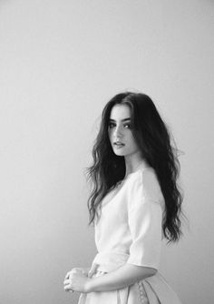 Lily Collins in an awesome portrait Lily Collins, Lilly Collins Hair, Fotografia Pb, Pretty People, Beautiful People, Beautiful Dream, Pretty Face, Photo Book, Hair Goals