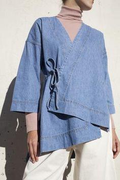 Caron Callahan Carson Kimono in Blue Denim Kimono Fashion, Denim Fashion, Look Fashion, Fashion Outfits, Fashion Design, Fashion Hair, How To Wear Hijab, Modern Kimono, Mode Abaya